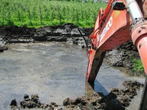 L'estrazione della torba con escavatori long reach.
